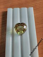 Кварц желто-зеленый сердце 16*16мм