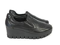 Черные туфли на невысокой танкетке