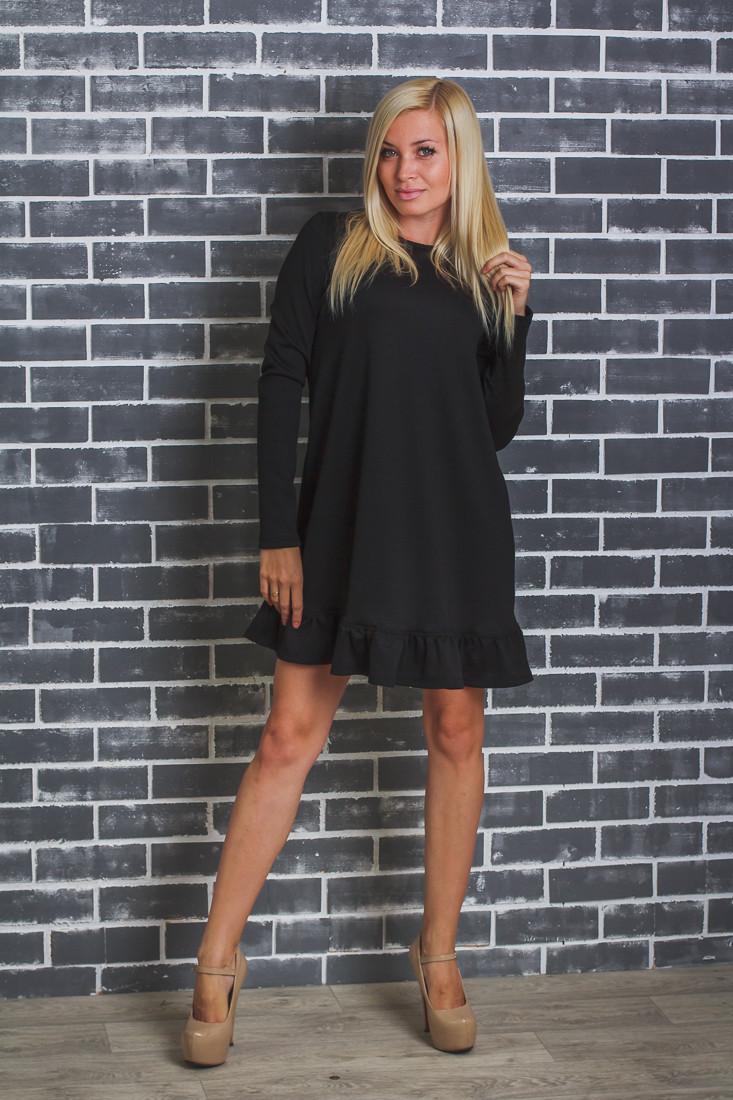 Платье трикотажное с рюшей внизу черное