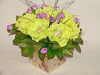 Салатовые розы с raffaello в металлическом кашпо№9