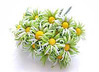 Цветы Ромашки Салатовые 2,5 см диаметр 10 шт/уп