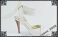 Босоножки на каблуке белые. кожа. распродажа
