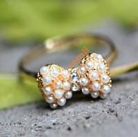 Кольцо-бантик с жемчужинами (бижутерия)
