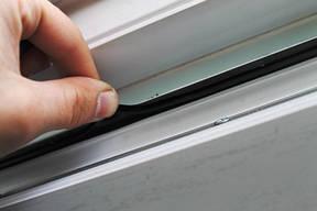 Замена уплотнителя пластиковых окон