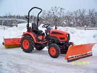 Трактор с отвалом и щеткой (снегоуборочная машина)