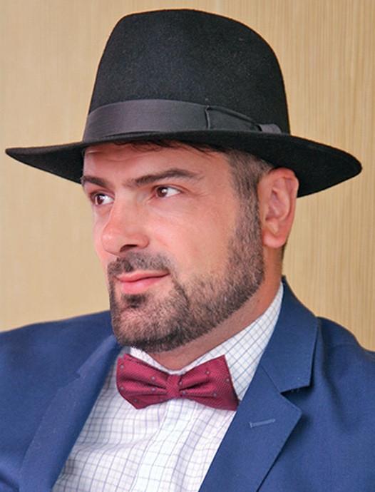 Чоловічий капелюх з фетру зі стрічкою кольору під замовлення