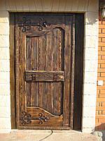Двери под старину – изысканная простота ручной работы