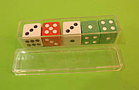Набор цветных игральных кубиков для игры в кости