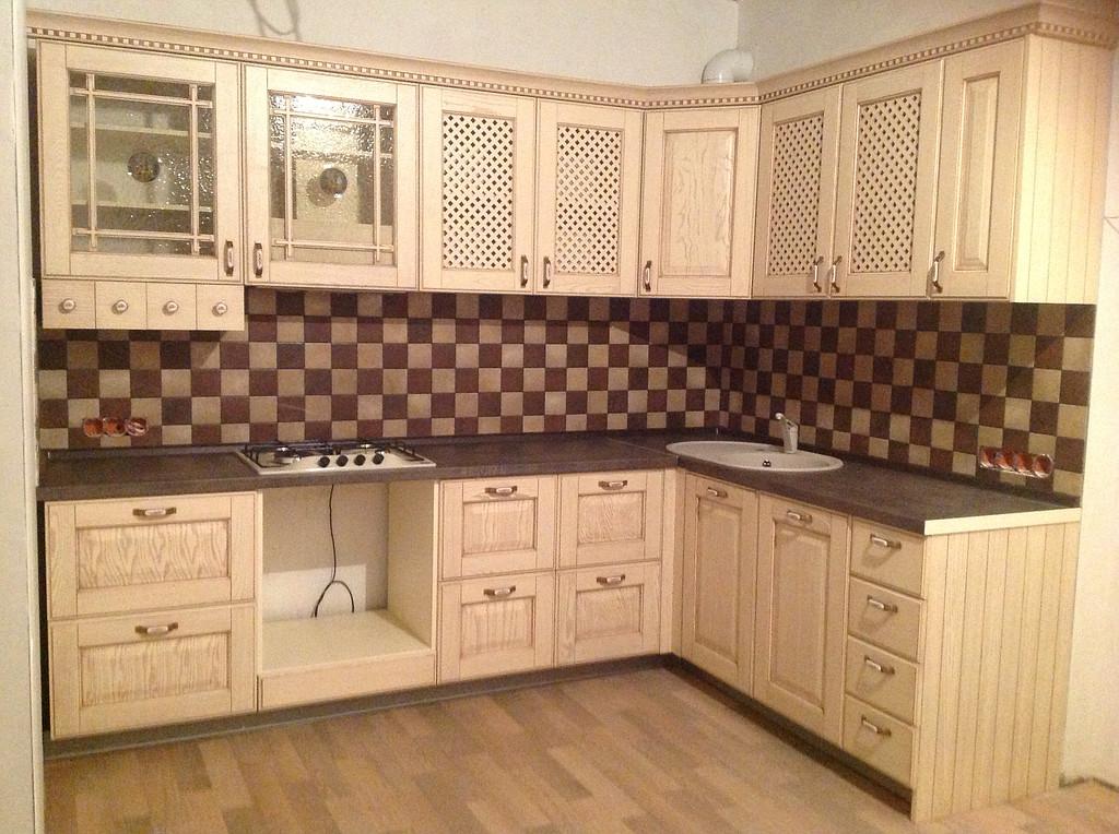 Кухня с фасадами из дерева Бьянка