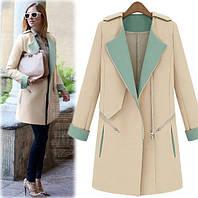 Комбинированное кашемировое пальто с погонами и карманами в рельефных швах