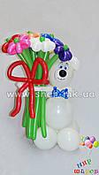 Мишка с букетом из 11 цветков