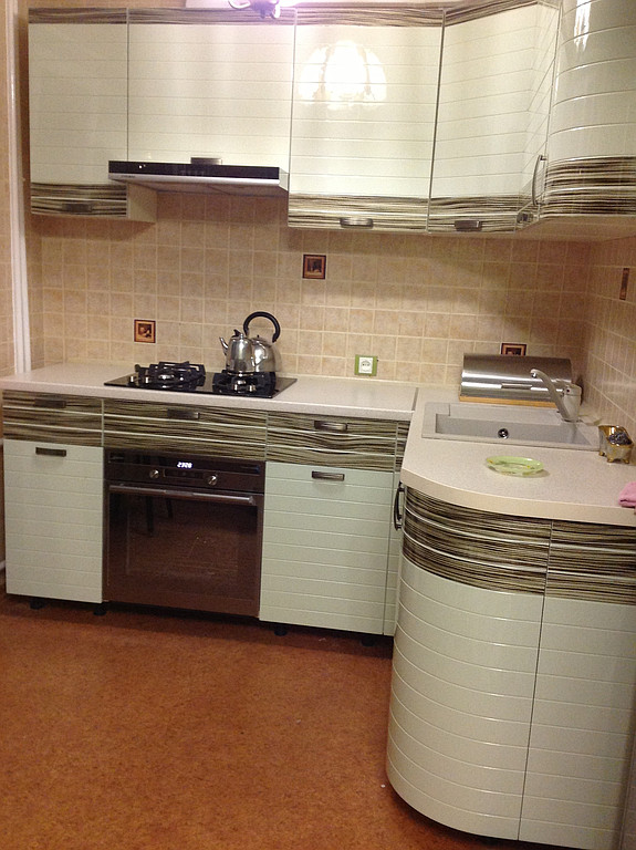 Кухня с комбинированными фасадами 12.0 производства  Пан Фасад