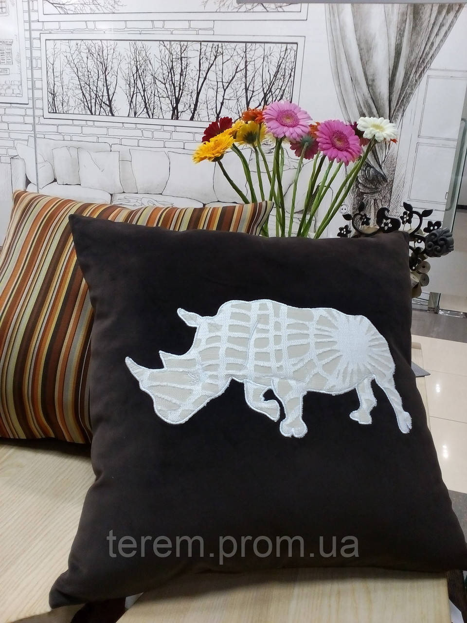 "Подушка ""Белый носорог"""