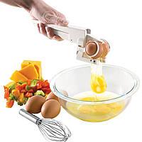 Универсальный прибор Emson EZ Cracker™ для разбивания яиц.