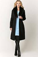 Приталенное пальто с натуральным мехом на воротнике