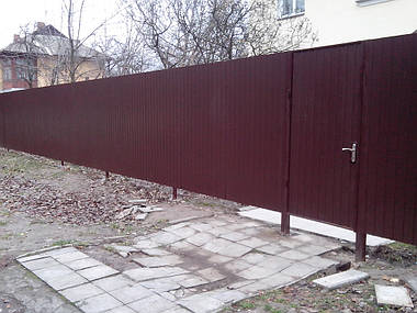 Забор из профнастила ПС-10 (коричневый) и распашные ворота (г. Киев)