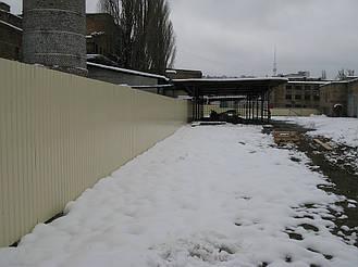 Забор из профнастила ПС-10 (бежевый) и откатные ворота (г. Киев) 1