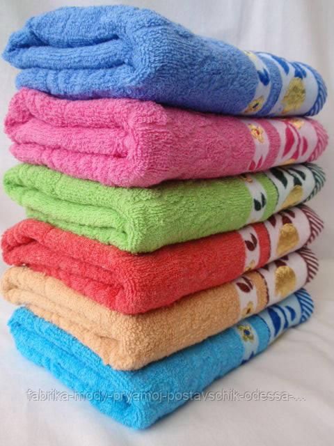 Симпатичное махровое полотенце. Размер: 1,4 x 0,7