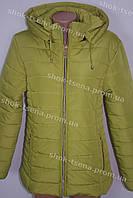 Демисезонная женская куртка спортивного стиля с капюшоном салатовая