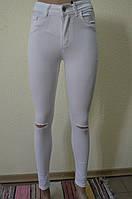 БЕЛЫЕ брюки- АМЕРИКАНКИ с рваным коленомAROX 017(РВDY)