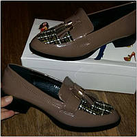 Коричневые лаковые туфли классика с войлоком в наличии