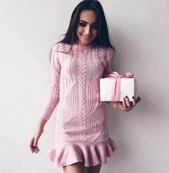 Теплое шерстяное платье нежного цвета