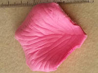 Лепестки роз розовый