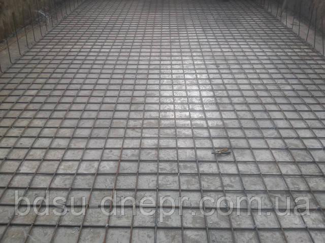 Устройство армирования при изготовлении бетонной чаши бассейна