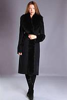 Удлиненное пальто с меховым воротником