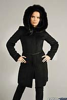 Пальто с потайной застежкой, пояском и капюшоном отороченным мехом