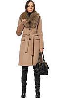 Пальто с натуральным мехом на воротнике