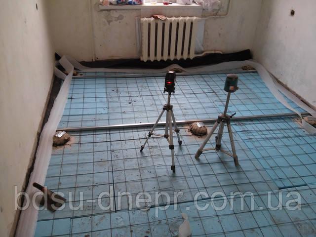 Армирование и установка маяков для стяжки в квартире
