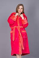 Махровый женский теплый халат с капюшоном.