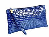 Лаковая сумочка-клатч с ремешком на руку синяя, фото 2