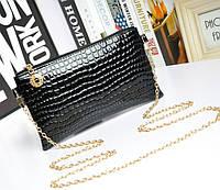 Лаковая сумочка-клатч с цепочкой через плечо черная