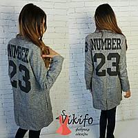 Женское пальто серое с цифрами