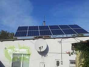 Сетевая солнечная электростанция на солнечных панелях 3 кВт (вид со двора).