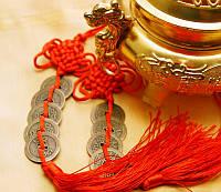 Подвеска из 5-ти монет с красной кистью (d = 2,4 см)
