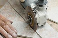 Плиточные работы резка плитки и шлифовка кромок