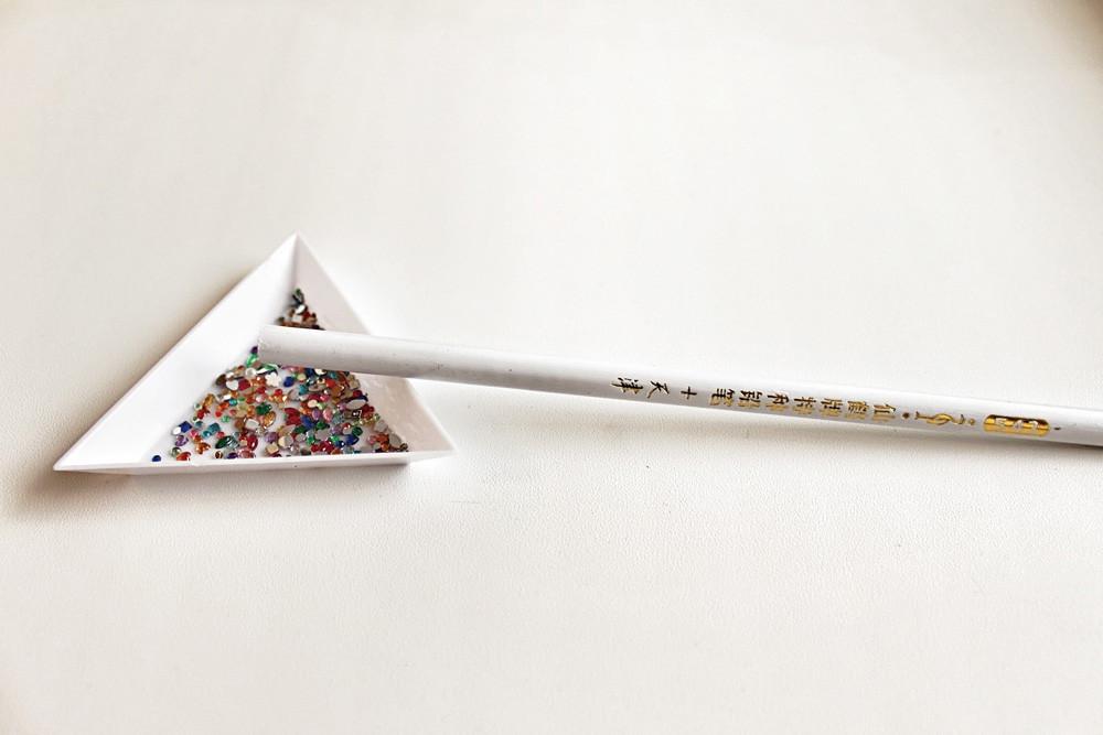 Магнитный карандаш для удержания страз