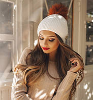 Трендовая вязаная женская шапка с брошью и помпоном из меха шерсть акрил