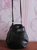Черная натуральная кожаная сумка необычной формы Sabrina