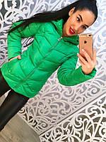 Яркая женская куртка плащевка внутри синтепон, с капюшоном. Цвет зеленый