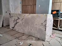 Облицовка мрамором стены