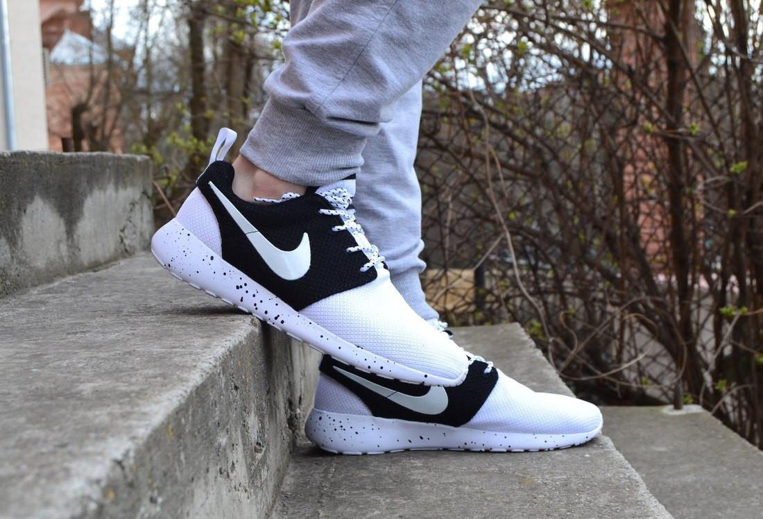 кроссовки с белой подошвой Nike roshe run, мужские ,стильные