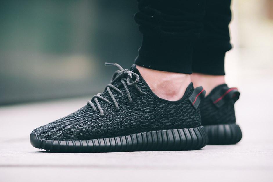 Кроссовки с микрофибры Adidas yeezy boost , черные ,повседневные , женские