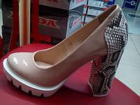 Лаковые туфли на каблуке с платформой, беж кожа Foletti.