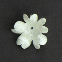 Цветок пятилистник., Форма - маленькое яблоко. Цвет молоко. Размер 15 мм