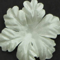 Цветок большой 5-ти листник. Молочный. Размер 30 мм