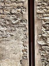 Как спрятать трубы в стене